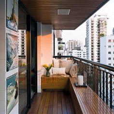 Балкон #интерьер #балкон #дерево #плитка #стиль #картины #подушки #стиль #дизайн #декор #окно #скамейка #цветы #посуда