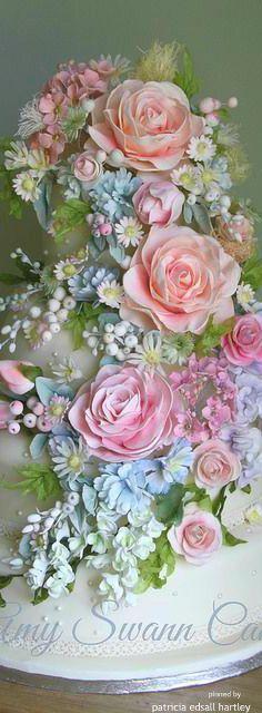 Trendy ideas for flowers wedding pastel beautiful cakes Beautiful Wedding Cakes, Gorgeous Cakes, Pretty Cakes, Amazing Cakes, It's Amazing, Beautiful Flowers, Fondant Flowers, Sugar Flowers, Fondant Bow