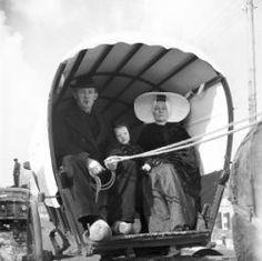 Walcheren 1946,  boerengezin in klederdracht in huifkar Collectie Stadsarchief Amsterdam #Zeeland #Arnemuiden