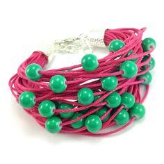 Bransoletka wykonana ręcznie na bawełnianym sznurku jubilerskim w kolorze fuksji ze szmaragdowymi koralikami szklanymi. Lens, Beaded Bracelets, Jewelry, Jewlery, Jewerly, Pearl Bracelets, Schmuck, Klance, Jewels
