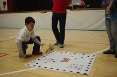 T'embini l'umo: gioco della regione di Zacapu dello stato di Michoacan in Messico. Uno contro uno o al massimo squadre di 2 persone. Il gioco consiste nell'abbattere i paletti appoggiati sui diversi cerchi/buche.