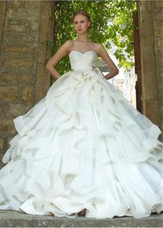 Gorgeous Tulle Sweetheart Neckline Ball Gown Wedding Dresses