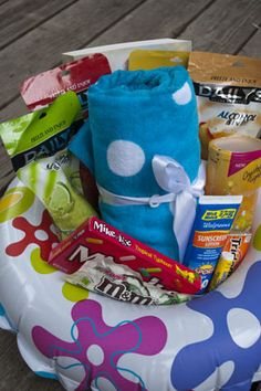 Tape a plastic plate to cover the hole and add fun summer items such: Beach towel, Book, Crystal Light in summery flavor, Tropical candy, Sunscreen. Lip balm with sunscreen Craft Gifts, Diy Gifts, Cute Gifts, Best Gifts, Summer Gift Baskets, Just In Case, Just For You, Raffle Baskets, Fundraiser Baskets
