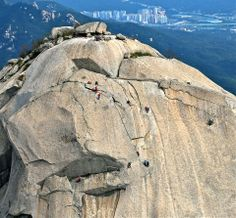 Bukhansan's Insubong Peak is well-known among rock climbers. If rock climbing is not for you, you can explore Bukhansan's Dullegil Trail instead.