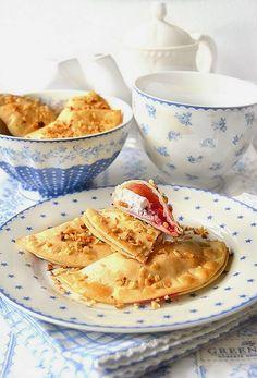 Fagottini di pasta brisè con ricotta e mirtilli rossi