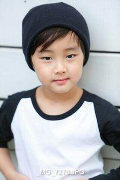 "The St☆R of ""PIERCE'SWORLD"" (https://www.youtube.com/c/PiercesWorld) - 5 y/o Chinese/Korean boy ♡"