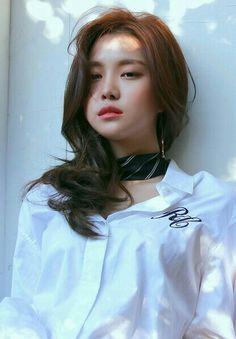 Son_Na_Eun + A'Pink + Naeun Kpop Girl Groups, Korean Girl Groups, Kpop Girls, Uzzlang Girl, Art Girl, Son Na Eun, Apink Naeun, Grunge Girl, Beautiful Asian Women