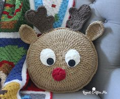 Crochet Rudolph Pillow Crochet Rudolph Pillow - Repeat Crafter Me Crochet Snowman, Christmas Crochet Patterns, Crochet Amigurumi, Holiday Crochet, Crochet Home, Crochet Gifts, Free Crochet, Crochet Christmas Blanket, Crochet Cushions