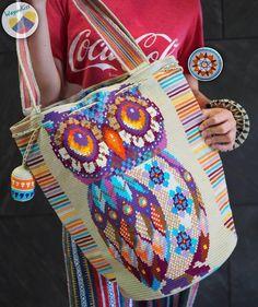 Wayuu bag single thread รุ่น Owl (Premium quality) 🔴Sold out🔴 Tapestry Crochet Patterns, Crochet Backpack, Crocodile Stitch, Tapestry Bag, Art Bag, Straw Bag, Knit Crochet, Bikini, Sewing