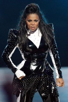 Janet Jackson I like the way the dress fit the body of my music little sister. kalolo<><><>
