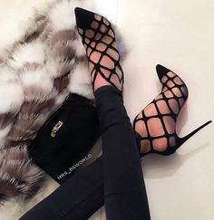 Stunning! ..one of my favourite pair of shoes that I've found on Pinterest recently. The absolute must if you're looking for beautiful stilettos to wear for that upcoming 'special occasion'... - Muito sexy com meias finas..affff... #shoelove #highheels #amazingshoes #heels