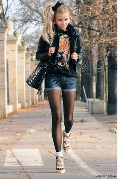 Black-stradivarius-jacket-black-my-red-bag-navy-vintage-shorts