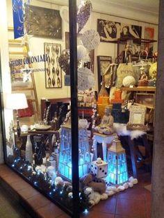 vetrina di Natale !! #itesoricoloniali #arredamenti #reggioemilia #homestaging #design #regali #raw #industrial #loft