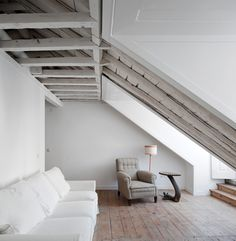 Loft: white, honey floors and white-washed rough-hewn wood Style At Home, Modern Interior Design, Interior Architecture, My Ideal Home, Inspiration Design, Wood Interiors, Modern Interiors, Home And Deco, House Rooms