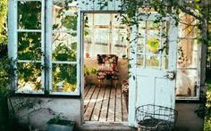 Give your home an interesting look and a pleasant ambiance with these creative home design ideas. Estilo Country, Country Style, Rustic Style, Boho Style, Farmhouse Style, Ikea France, Deco Addict, She Sheds, Small Space Gardening