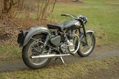1954 Royal Enfield G2 350 Enfield Bike, Enfield Motorcycle, Motorcycle Design, Motorcycle Style, Bullet Motorcycle, Yamaha Rx100, Bullet Bike Royal Enfield, Royal Enfield Modified, Graphic Design Lessons