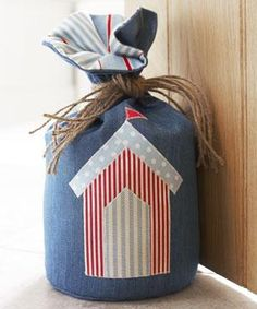 Beach hut doorstop (click through for tutorial and 8 other coastal themed craft projects). Fabric Crafts, Sewing Crafts, Sewing Projects, Craft Projects, Craft Ideas, Beach Crafts, Kids Crafts, Knitting Patterns, Sewing Patterns