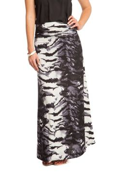 This tiger printed maxi skirt is ideal for all seasons. Wear it with a pair of boots for a casual look or match them with a pair o heels!