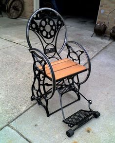Another Jeff sewing machine/bicycle rim/motorcycle gear/stair tread chair. Also, art. Also, furniture! Sewing Machine Tables, Treadle Sewing Machines, Antique Sewing Machines, Sewing Table, Types Of Furniture, Furniture Projects, Repurposed Furniture, Rustic Furniture, Rustic Style