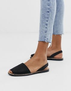 Buy Solillas black leather menorcan sandals at ASOS. Get the latest trends with ASOS now. Toe Loop Sandals, Chunky Sandals, Sport Sandals, Flat Sandals, Black Leather Flats, Leather Sandals Flat, Leather Mules, Asos, Menorca