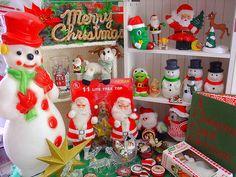 Christmas Crowd by raining rita, via Flickr