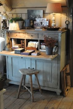 Rustic desk and stool - Ana Rosa