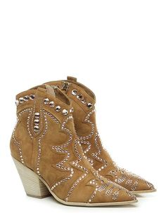 50 Fall Shoes Every Girl Should Keep - Shoes Crowd - - 50 Fall Shoes Every Girl Should Keep shoes womenshoes footwear shoestrends Source by arecgranbue High Ankle Boots, Shoe Boots, High Heels, Shoe Shoe, Pretty Shoes, Cute Shoes, Bota Country, Cute Womens Shoes, Keep Shoes