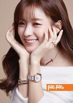 For their F/W 2016 line, fashion brand Folli Follie has chosen Han Hyo Joo. She looks gorgeous, check it out! Source | Top Star News