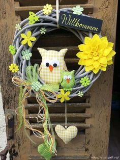 herbst in german Owl Wreaths, Easter Wreaths, Holiday Wreaths, Felt Crafts Diy, Wreath Crafts, Easter Crafts, Diy Y Manualidades, Fabric Wreath, Spring Projects