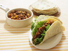 野菜たっぶり!チリビーンズのタコス  Joycook Japan Tacos with Chili beans cooked in the Joycook http://ameblo.jp/joycook-japan/entry-11689440077.html