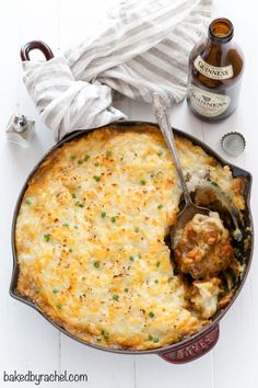 Hearty Guinness beef shepherd's pie recipe from A flavorful meal for St. (recipes with beef stew meat the pioneer woman) Shepherds Pie Recipe Pioneer Woman, Shepherd's Pie Pioneer Woman, Guinness Recipes, Guinness Beef Stew, Meat Sauce Recipes, Cast Iron Recipes, Cottage Pie, Irish Recipes, Fall Recipes