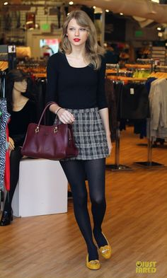 Taylor Swift Starts New Year with Shopping!: Photo Taylor Swift dons a chic little skirt while doing some shopping at American Apparel on Friday (January in Hollywood. Later in the day, the singer… Estilo Taylor Swift, Taylor Swift Style, Taylor Alison Swift, Taylor Swift Outfits, Taylor Swift Fashion, Taylor Swift Casual, Taylor Swift Legs, American Apparel, Estilo Blair Waldorf