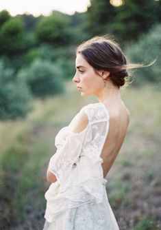 Wedding Photography examples to consider - Cheerful and memorable wedding shoot poses. Photo snap id 2726778441 pinned on 20190824 Elegant Wedding Hair, Timeless Wedding, Wedding Film, Free Wedding, Wedding Shoot, Wedding Dresses With Straps, Bridal Dresses, Bridal Looks, Bridal Style
