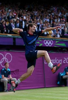 Andy Murray of Great Britain celebrates defeating Roger Federer of Switzerland in the Men's Singles Tennis Gold Medal Match on Day 9 of the London 2012 Olympic Games in London, England on August 5, 2012 .