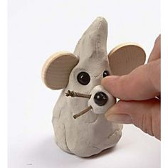 Make these lovely little Christmas mice by modelling self-hardening clay into a cone shape. Wooden beads are used for eyes and the nose. Clay Crafts For Kids, Projects For Kids, Diy And Crafts, Fimo Clay, Air Dry Clay, Little Christmas, Wooden Beads, Christmas Crafts, Crafty