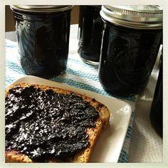 Jam made from blueberries, honey and lemon juice