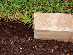 How to Install Garden Edging - front yard landscaping ideas with rocks Rock Edging, Stone Edging, Lawn Edging, Garden Edging, Garden Borders, Landscaping With Rocks, Landscaping Plants, Front Yard Landscaping, Landscaping Ideas