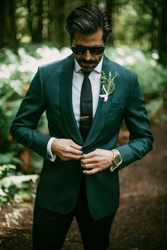 Lizzie and John's beautiful Pacific Northwest wedding at Lake Crescent Lodge inside the Olympic National Park. A Washington wedding for the books. Green Wedding Suit, Wedding Tux, Wedding Attire, Lodge Wedding, Mens Wedding Looks, Best Wedding Suits For Men, Dream Wedding, Groom And Groomsmen Attire, Groom Outfit
