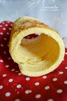 Gabriella kalandjai a konyhában :): Kürtős kalács (vaníliás-citromos) - sütőben sütve Kurtos Kalacs, Winter Food, Macarons, Camembert Cheese, Baking, Cakes, Retro, Macaroons, Bakken