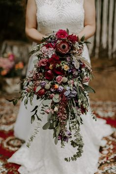Bouquet En Cascade, Trailing Bouquet, Cascading Wedding Bouquets, Bride Bouquets, Floral Wedding, Bouquet Flowers, Boho Wedding, Whimsical Wedding Flowers, Greenery Bouquets