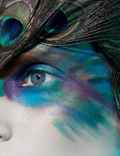 20 Peacock Feather Inspired Eye Make Up Designs Ideas Looks 1 20 + Peacock Feather Inspired Eye Make Up Designs, Ideas & Looks Peacock Halloween, Peacock Costume, Bird Costume, Dragon Costume, Maquillage Halloween, Halloween Makeup, Halloween Costumes, Halloween Ideas, Fairy Costumes