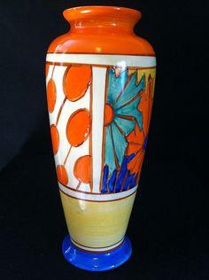 Umbrellas Rain, a superb 186 shaped vase: Clarice Cliff Art Deco Ceramics Dealers Art Deco Decor, Art Deco Era, Art Deco Design, Pottery Painting, Pottery Art, Clarice Cliff, Rookwood Pottery, Art Deco Movement, China Painting