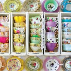 Descendants Mal And Evie, Tea Sets Vintage, Vintage Tea Parties, Vintage Teacups, Vintage China, English Tea Store, Pink Party Favors, Breakfast Cups, Painted Cups