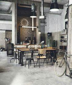 93 vind-ik-leuks, 1 reacties - my favorite interiors (@favo_interiors) op Instagram: 'I N D U S T R I A L . . #interieurstyling #interiør #interieur #interior #stoerwonen #white…'