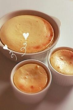 混ぜて焼くだけの簡単手作りお菓子♡濃厚チーズケーキ♪