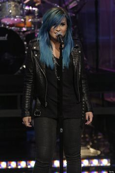 demi lovato blue hair - how cool to rock blue hair, looks good on Demi.