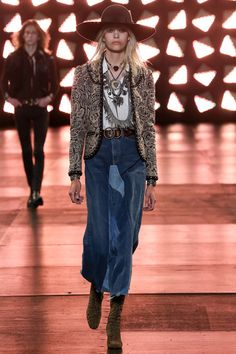See all the Collection photos from Saint Laurent Spring/Summer 2015 Menswear now on British Vogue Runway Fashion, Boho Fashion, High Fashion, Fashion Show, Fashion Design, Fashion Trends, Fashion Spring, London Fashion, Bohemian Mode