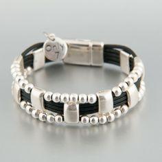 Hand made in Spain bracelet. Leather and silver plated zamak. Crochet Bracelet, Quartz Ring, Pearl Beads, Jewlery, Jewelry Accessories, Jewelry Making, Pearls, Leather Bracelets, Leather Jewelry
