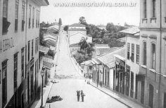 A descida do Acu era por onde antigamente rolava a água da maldade. Com o tempo, transformou-se em extensa rua que teve onome de São João Batista. Em 1917, foi alargada e transformada na Avenida São João.   A gravura mostra a Ladeira São João, em 1890, cruzando a estreita Rua São José (Líbero Badaró).