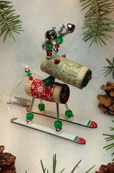 LES TRÈS JOLIS ORNEMENTS DE NOËL VIN JAMAIS.  Commencez votre troupeau aujourdhui ***  Winedeer ™️ (avec les cloches de signature sur bois), très joyeux orignal ou ornements de Noël de vin mouflon (avec nouveau deux cornes de couleur) sont tout à fait unique. Nos boules de Noël de vin ont été fabriqués à la main à laide de plus de 60 pièces et 72 différentes étapes pour créer un trésor de qualité pour durer pendant des générations. Rassembler tous vos favoris... nouveau conçoit chaque année…